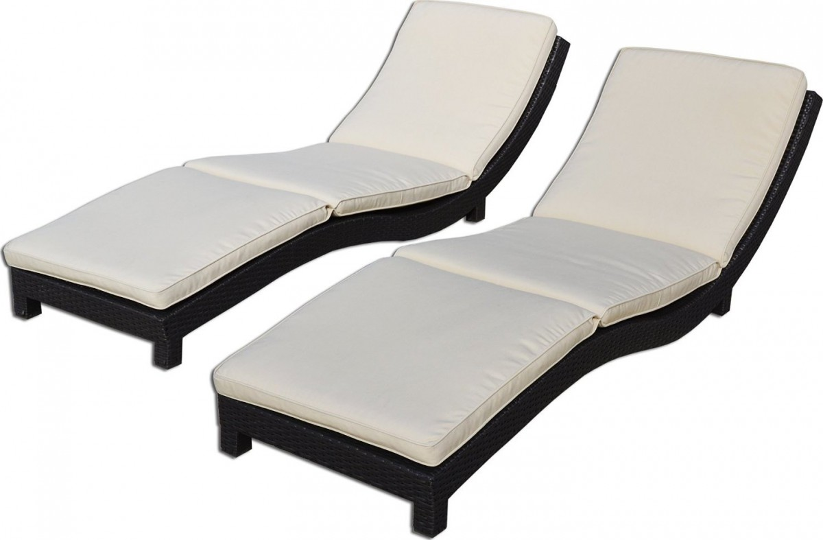 Great 30  Rattan Chaise Lounge