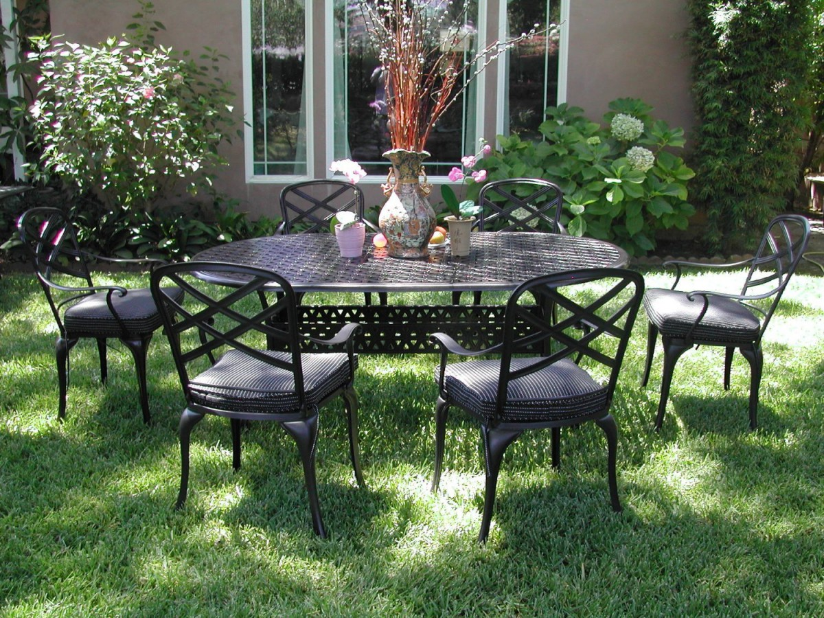 Cast aluminum patio dining sets