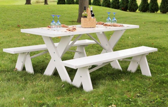 white plastic picnic table 1